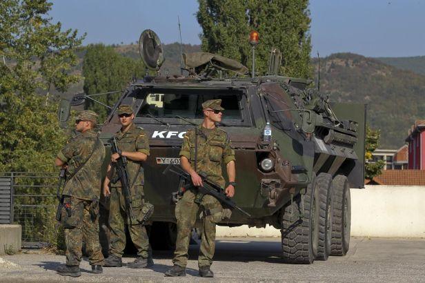 Mesto: Kosovska Mitrovica Datum: 28.09.2011 Dogadjaj: DRUŠTVO/VOJSKA/POLITIKA - nemaèki pripadnici KFOR obezbeðuju most u Kosovskoj Mitrovici Licnosti: